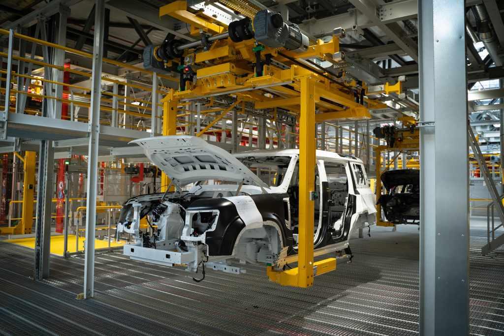 LR_DEF_20MY_Manufacturing_100919_02