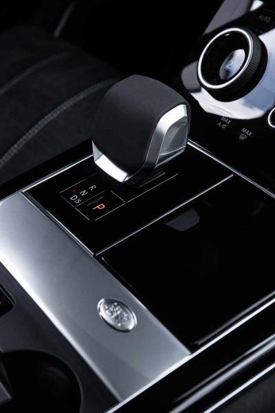 26.RR_Velar_21MY_Detail_Gearshift_230920