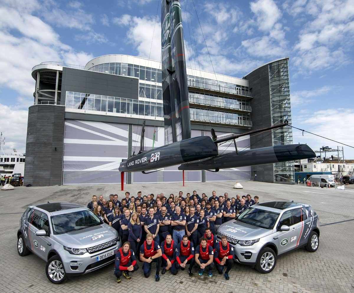Land_Rover_BAR_team_at