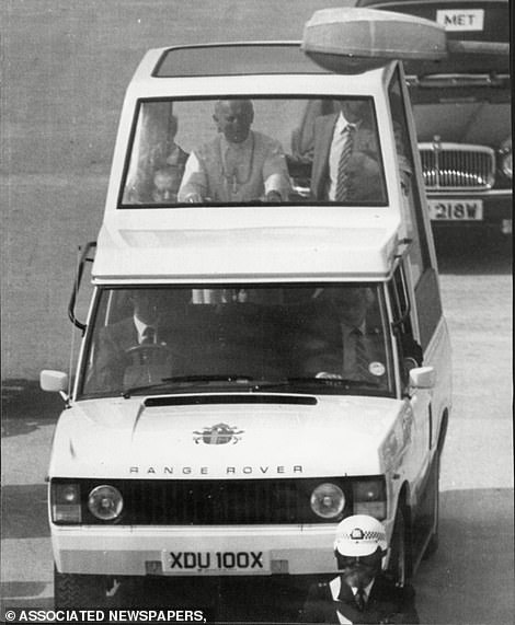 29625652-0-Pope_John_Paul_II_in_the_Popemobile_at_Wembley_Stadium_during_hi-a-193_1592225901982
