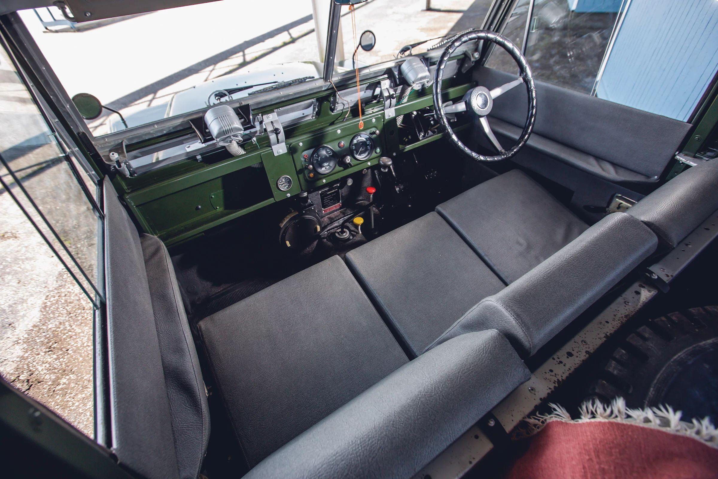 Land-Rover-Series-2A-Seats