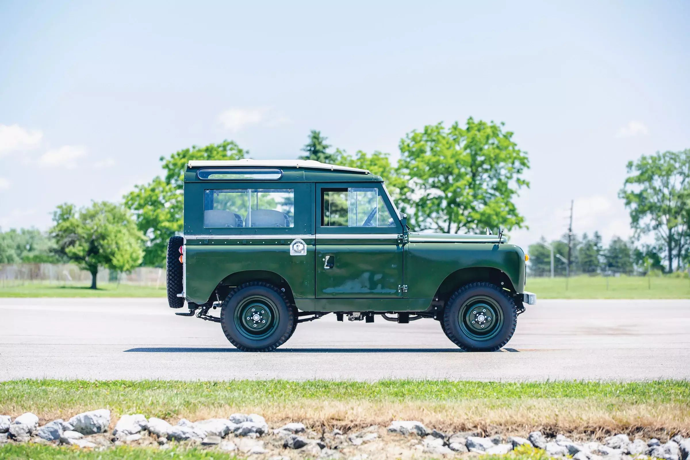 Land-Rover-Series-2A-Side